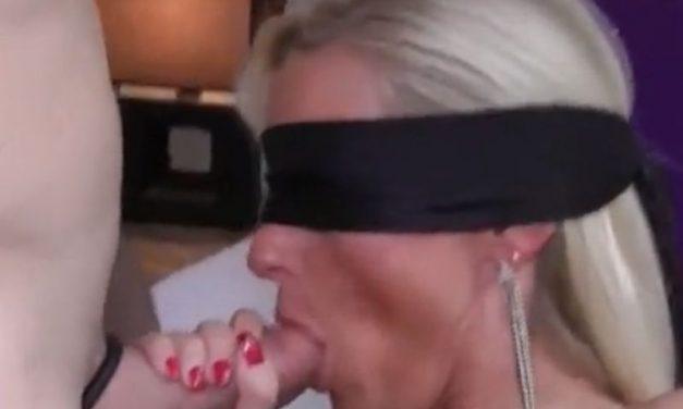 Mature amateur vrouw met blinddoek voor heeft geile sex