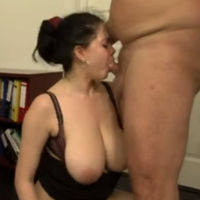 Dikke baas heeft sex met zijn geile secretaresse
