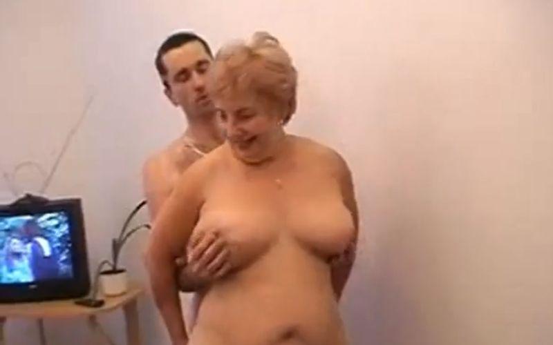 vrouw zoekt sex spelen met grote borsten