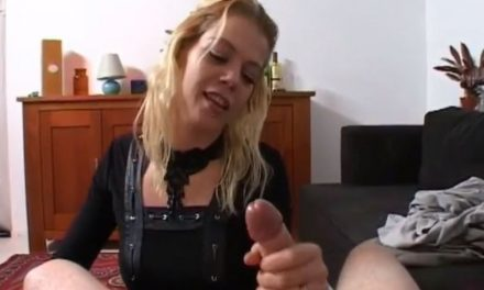 Blonde Nederlandse amateur vrouw doet aan geil aftrekken