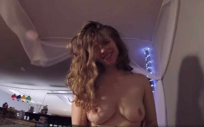 Erotische ochtendseks met zijn vriendin die grote borsten heeft