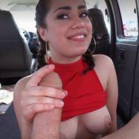 Lekkere Latina heeft seks voor geld in een auto