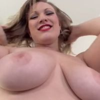 Vicky Vixen, blonde milf met grote borsten, kan geil goed pijpen