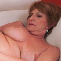 Oma houdt van lekkere seks met een jongeman
