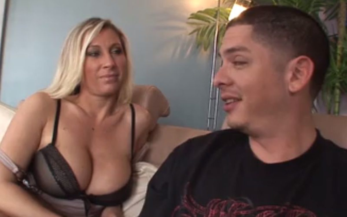 Neef Nicht Porno tante laat haar grote tieten zien en heeft seks met haar neef - amateur sex