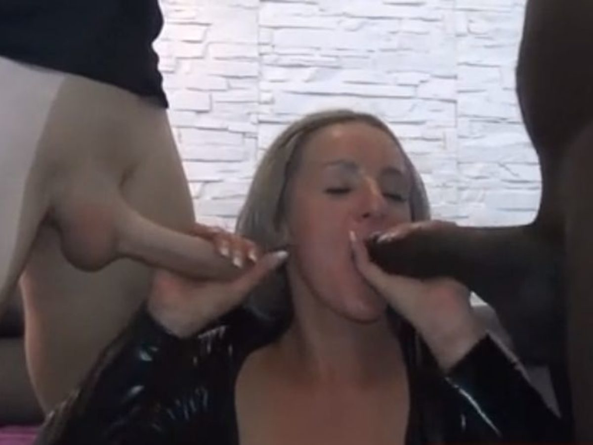 Geil Duits meisje wordt geneukt in de mond en kut